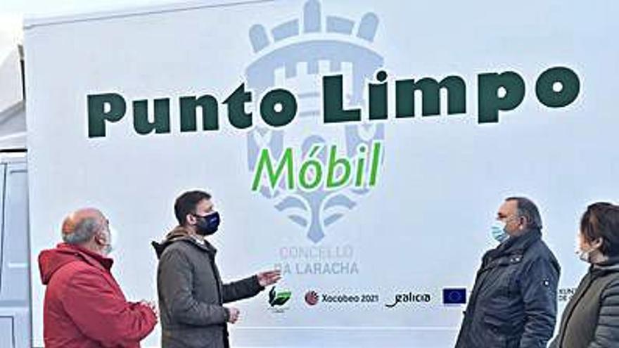 A Laracha recibe un punto limpio móvil para las parroquias