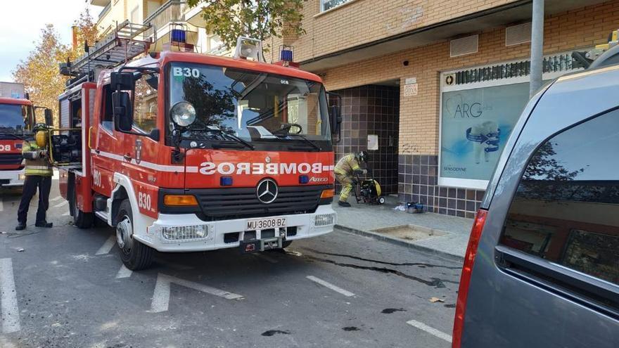 Fuego en el cuadro de luces de un edificio en Torreagüera