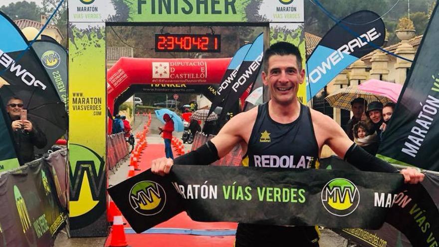 Cerca de 2000 corredores desafían a la lluvia en el Maratón Ojos Negros