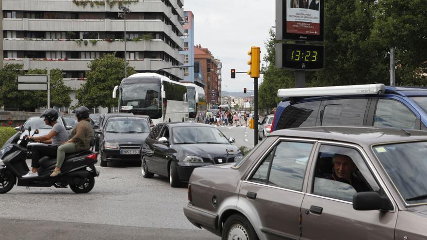 Los coches sin etiqueta ambiental podrán aparcar en zona azul fuera de la hora de cobro
