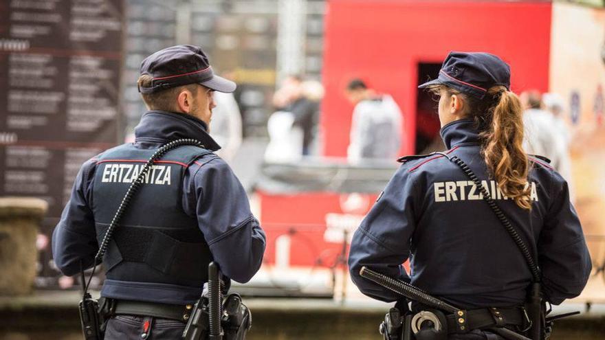 """Los detenidos por la paliza de Amorebieta pertenecen a una """"pandilla violenta"""" con antecedentes en agresiones previas"""