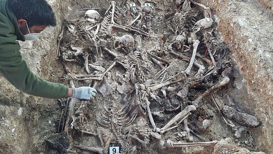 La intuición permite hallar 21 cuerpos más en la fosa de Porreres