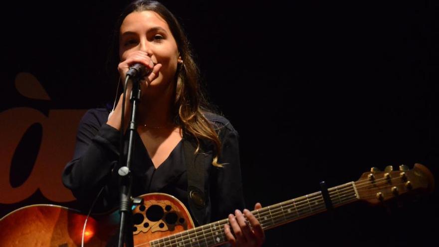 La manresana Sara Roy canta a l'hivern en la calidesa del Voilà!
