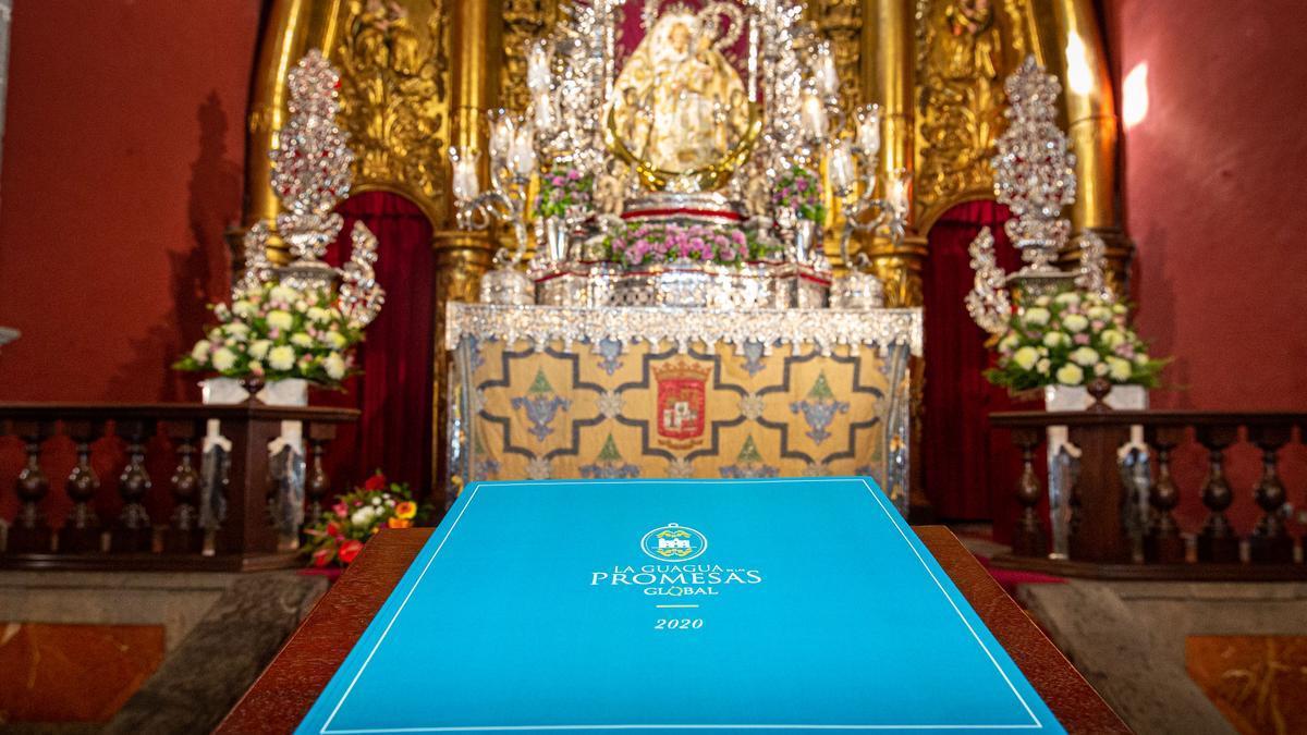 El 'Libro de la Guagua de las Promesas' llega a la Basílica del Pino