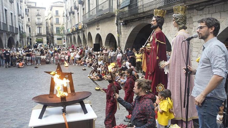 La flama del Canigó arriba a la Catedral de Girona