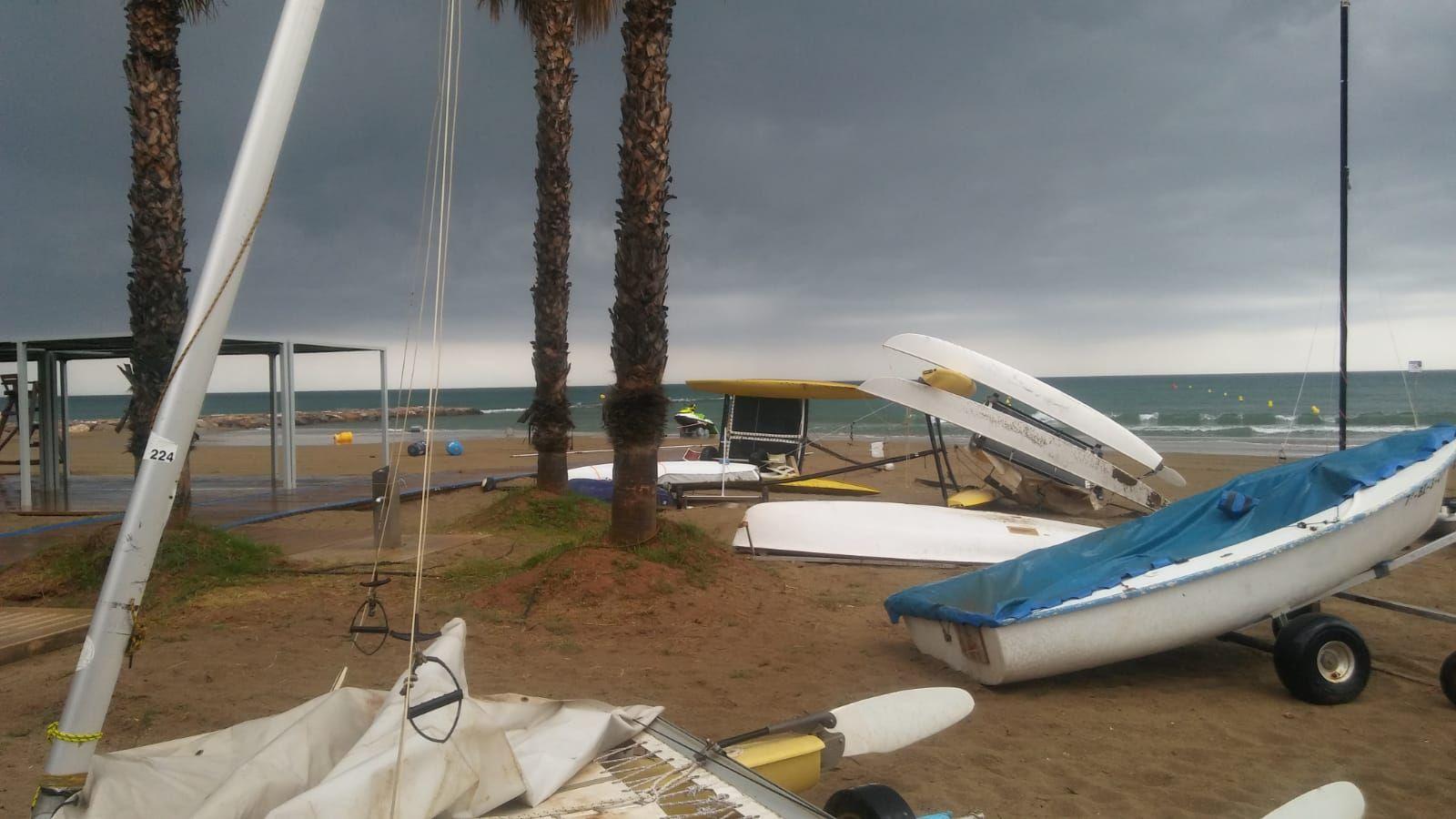El temporal destroza embarcaciones en Benicàssim