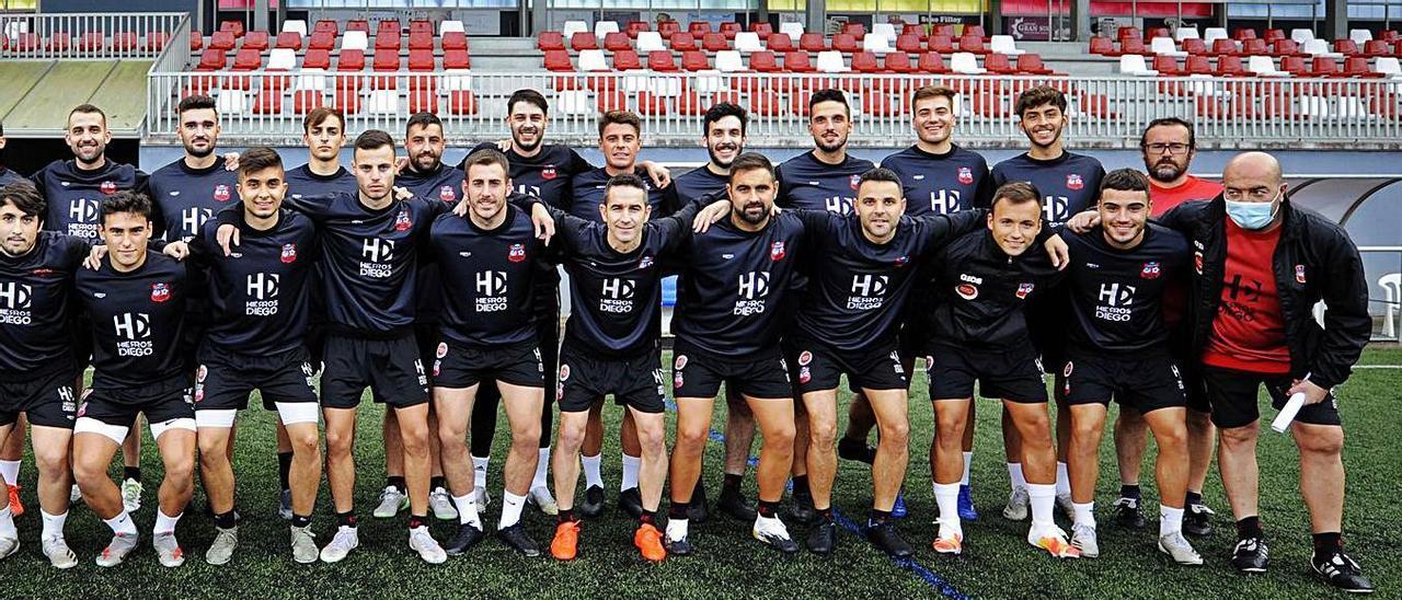 El Club Deportivo Estradense afronta una nueva temporada ilusionante en la Tercera División RFEF.    // BERNABÉ/JAVIER LALÍN