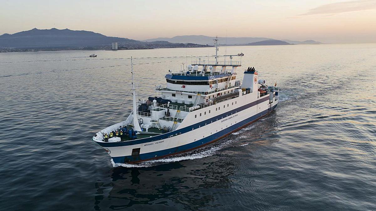 El buque Miguel Oliver estudia el stock de anchoas y sardinas   en el Mediterráneo.