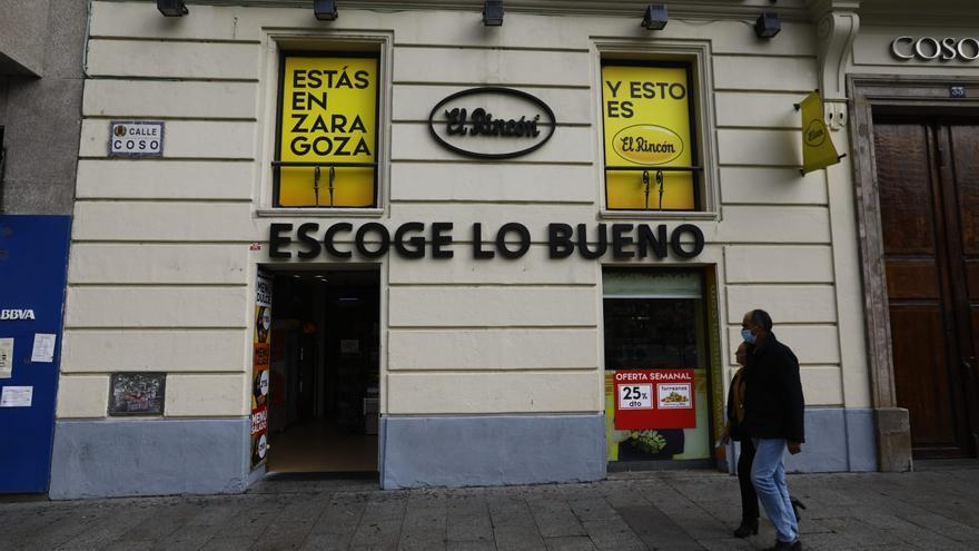 Una banda latina roba varios móviles de noche y acaba desvalijando una tienda de chuches para desayunar en Zaragoza