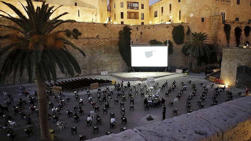 El ciclo Cinema a la Fresca comenzó ayer en ses Voltes con medidas de seguridad