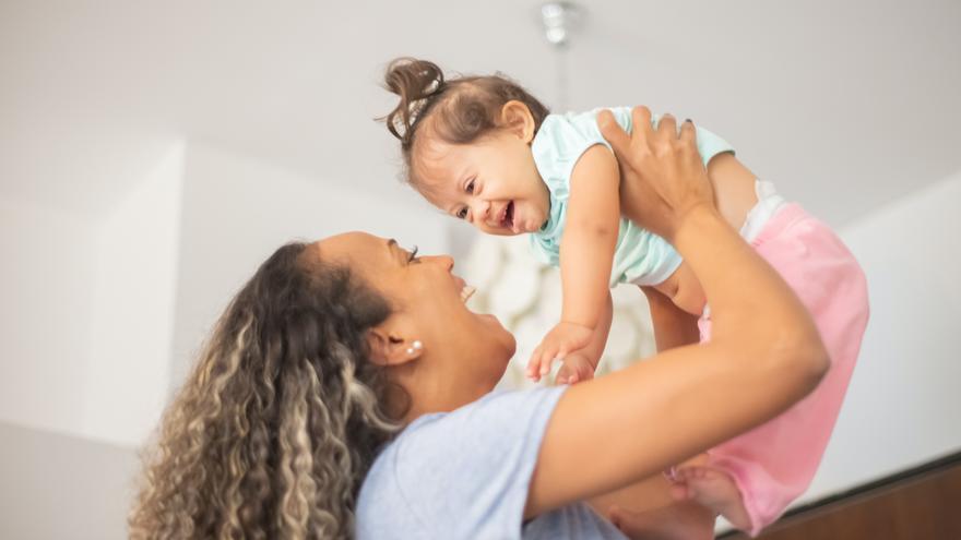 Criar en brazos a nuestros hijos, ¿es perjudicial?