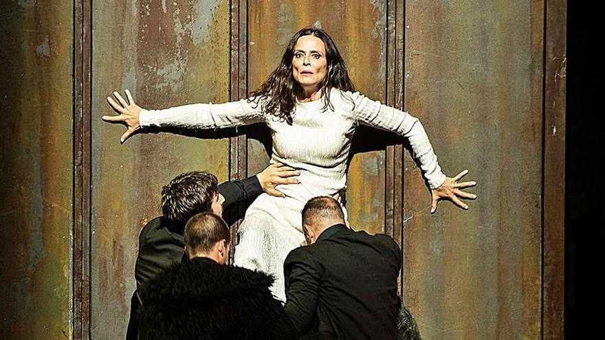 Aitana Sánchez Gijón protagoniza «Juana» en el Teatre Principal
