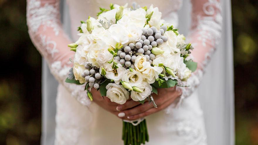 Una mujer embarazada fallece el día de su boda mientras el novio la esperaba en el altar