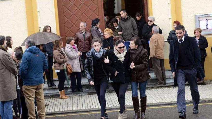 """""""¿Cómo imaginarlo?"""", llora la madre de las niñas asesinadas por su padre en Asturias"""