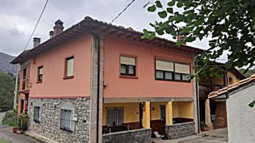 85.000 € Venta de piso en Cangas de Onís, 3 habitaciones, 1 baño...