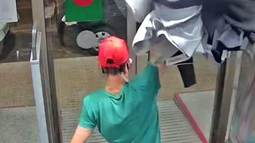 Detenido por cinco hurtos y un robo con violencia en comercios de Palma