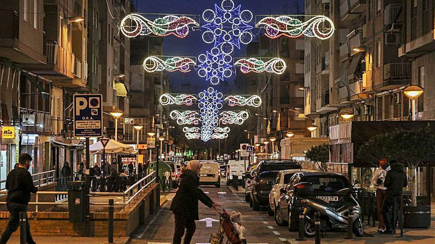 Veinte calles adelantan al «Black Friday» el encendido navideño