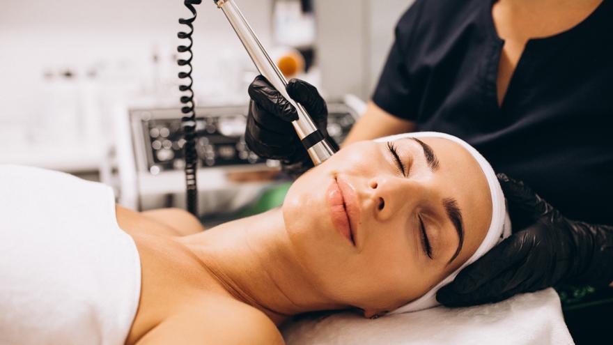 Rejuvenece e ilumina tu piel con estos tratamientos de última generación