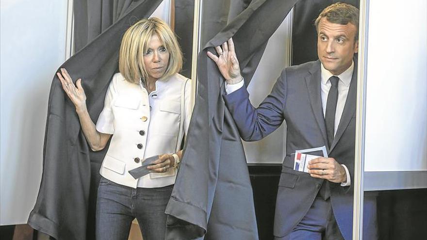 El 'tsunami' Macron roza el control de la Asamblea Nacional