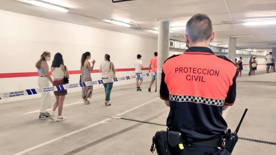 Varias personas atendidas por las altas temperaturas en las colas de vacunación en Valladolid