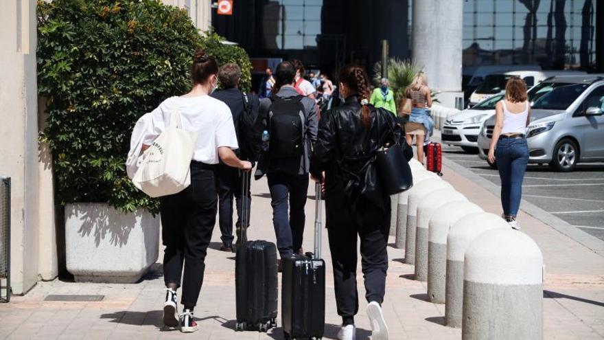 Bendodo exige al Gobierno la bajada del IVA del turismo
