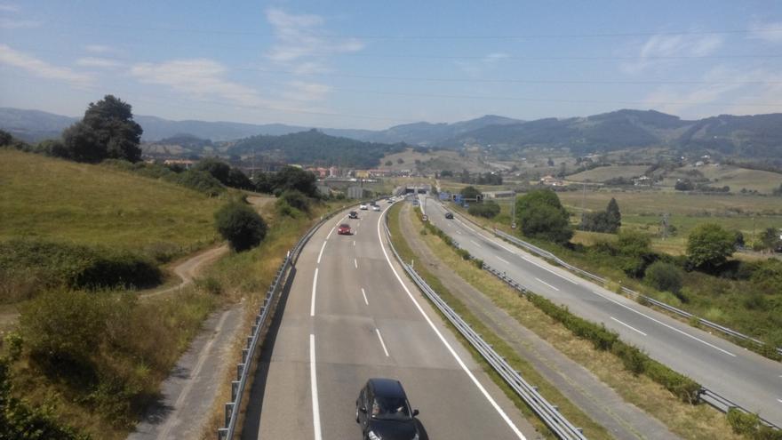 Investigan a una persona por grabarse a 225 kilómetros en la autovía de Castilla y difundirlo en las redes