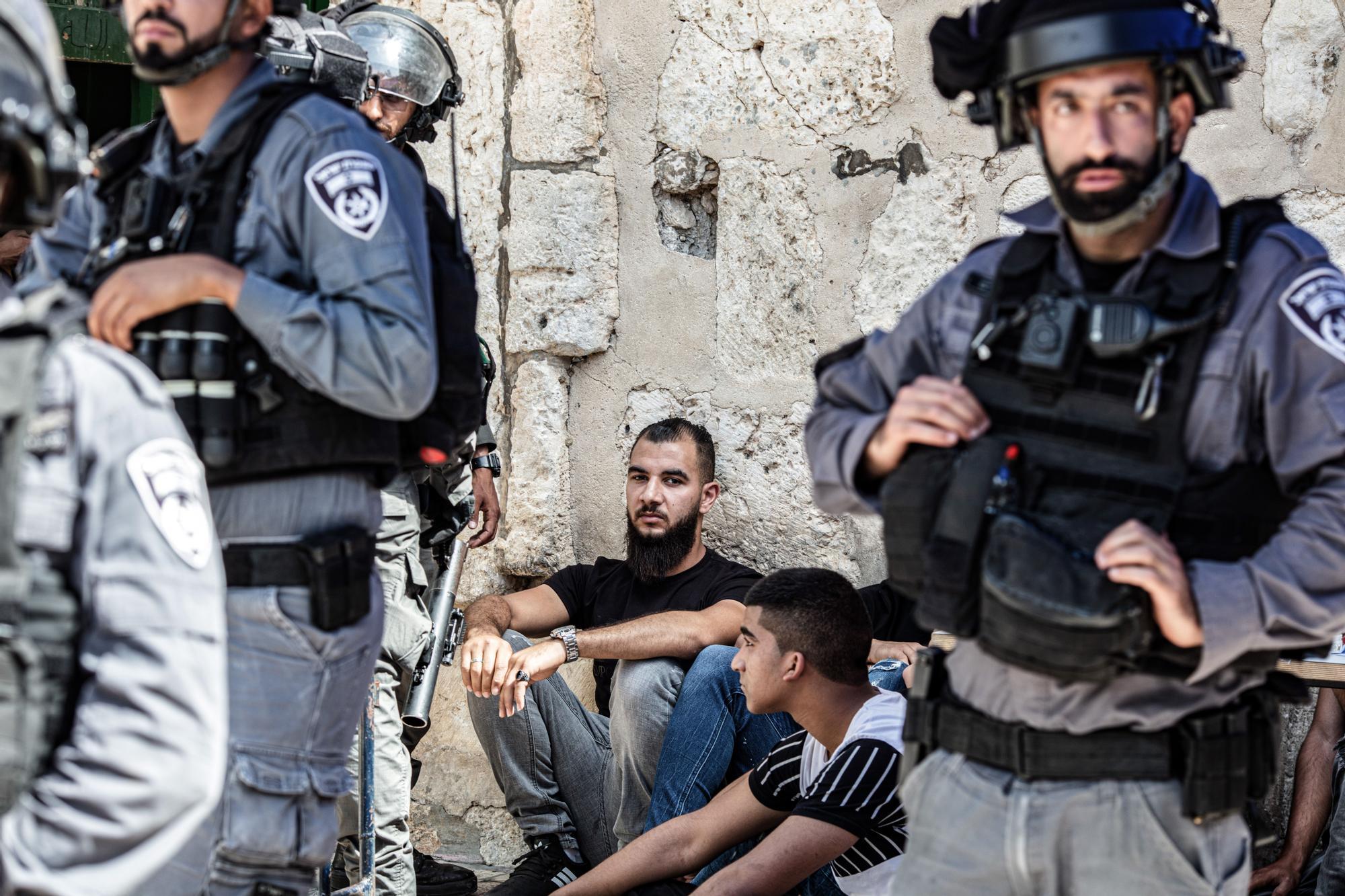 Choques entre palestinos y policía israelí en Jerusalén tras el alto el fuego