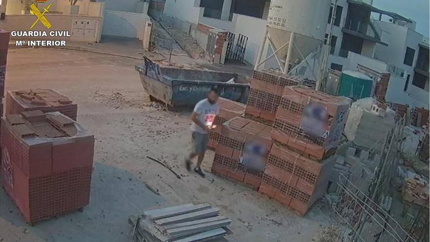 Detenida una pareja por diez robos en Bigastro y San Miguel de Salinas