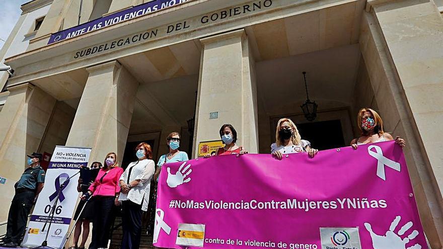 Minuto de silencio en repulsa por otro crimen machista en Valencia