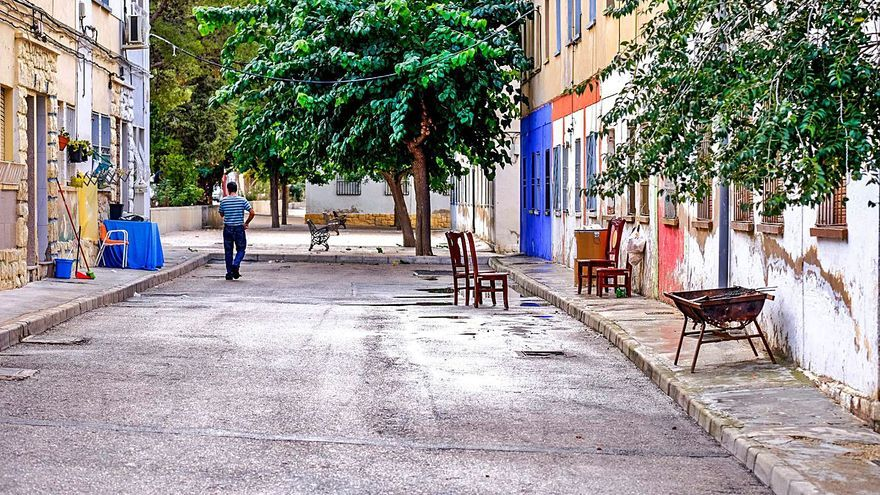Villena se fija el reto de acabar en diez años con la marginalidad en El Poblao