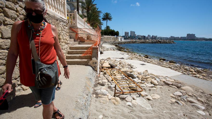 El bipartito de Alicante se compromete a reparar los daños de los últimos temporales en las calas de la Albufereta