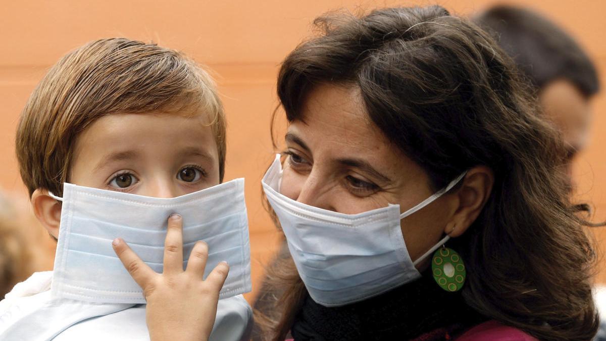 El índice de transmisión del coronavirus en niños y en adultos es similar.