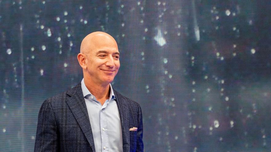 Esta es la millonaria cantidad que un hombre ha pagado por viajar al espacio con Jeff Bezos