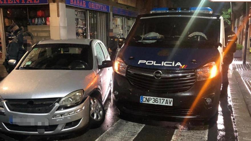 Un conductor begut xoca contra la Policia Nacional i fereix cinc agents