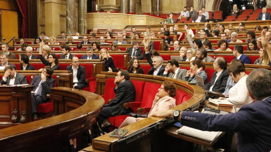 El Parlament convocarà un ple dijous per respondre al 155 i posa la DUI sobre la taula