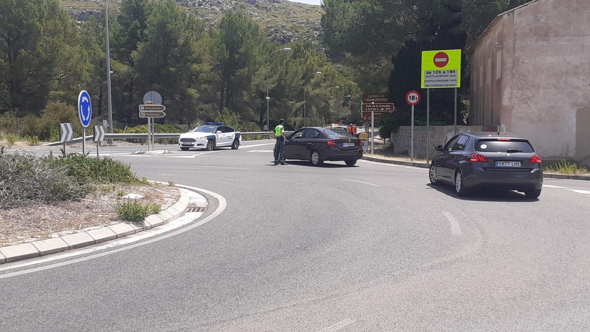 Empiezan las restricciones para llegar a Formentor: permiten el acceso en coche privado a cambio de una consumición en la playa