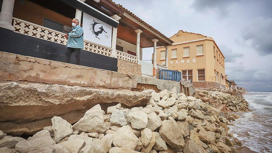 AHSA urge a Costas a impedir el vertido de piedras en las playas