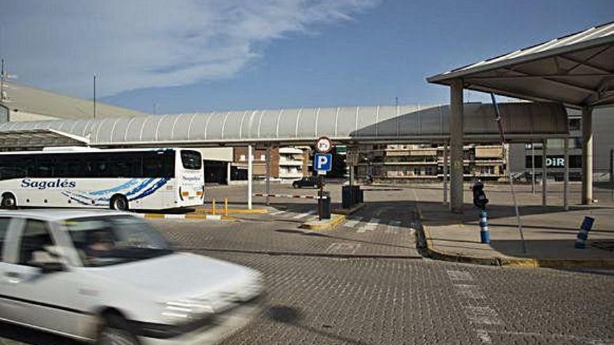 La Plataforma del Transport Públic celebra l'acord de FGC i Castellà per aparcar a l'estació