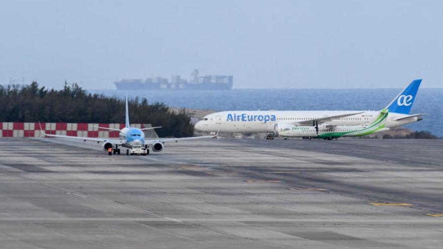 Una pelea entre pasajeros por no llevar mascarilla aborta el despegue de un avión en Canarias
