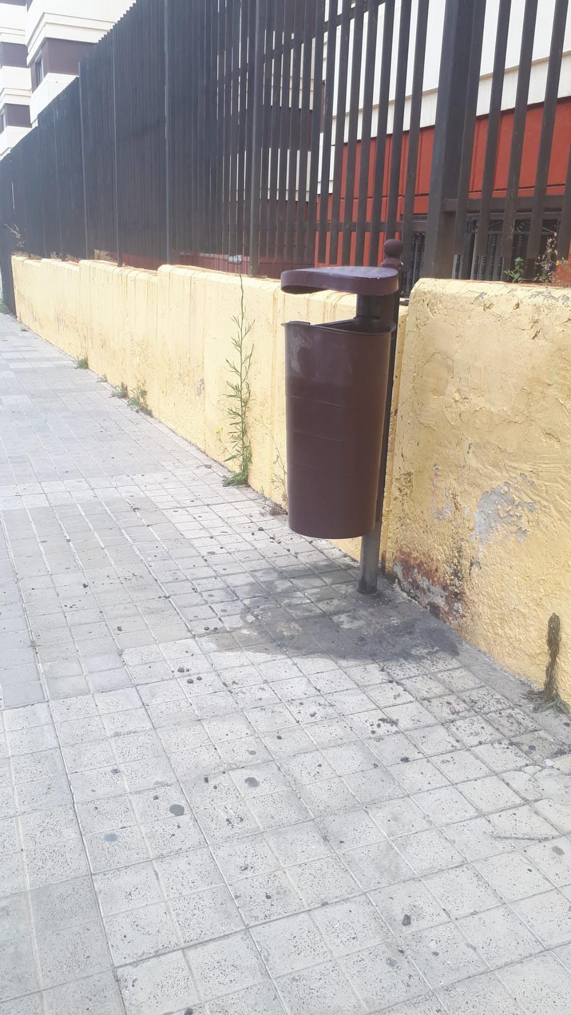 Queman contenedores y papeleares en La Paterna (14/05/21)