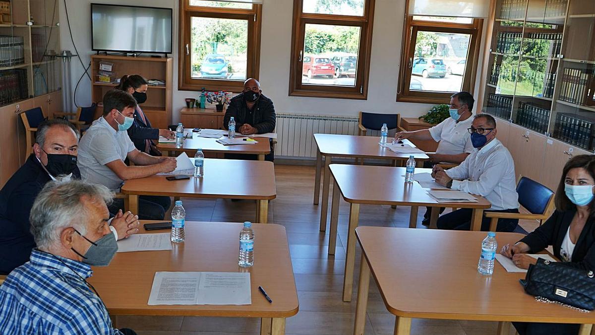 Reunión de los alcaldes del Consorcio, ayer, en A Senra.  | // LA OPINIÓN