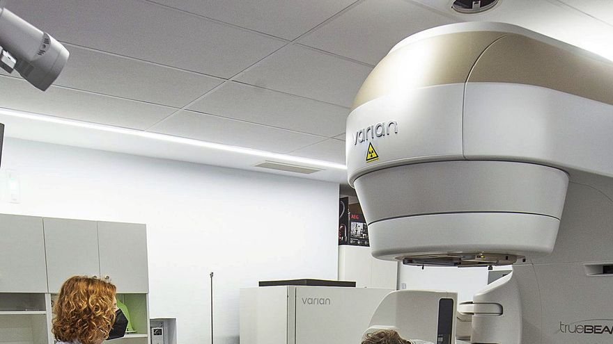 Los aceleradores de Amancio Ortega reducen las secuelas de la radioterapia y ahorran a Sanidad 9.000 € por paciente