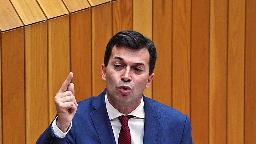 """Caballero: """"La Xunta baja impuestos porque el Estado pone el dinero sobre la mesa"""""""
