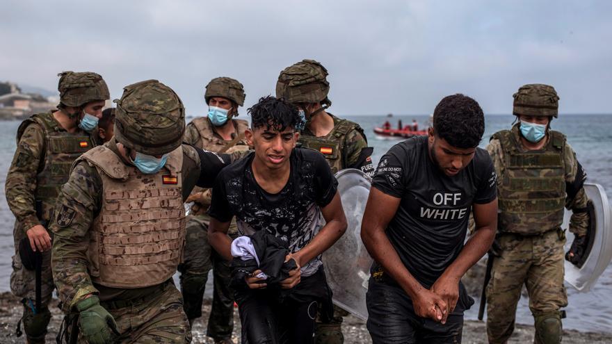 """Robles exige """"respeto"""" a Marruecos y critica el uso de menores para """"burlar"""" la frontera"""