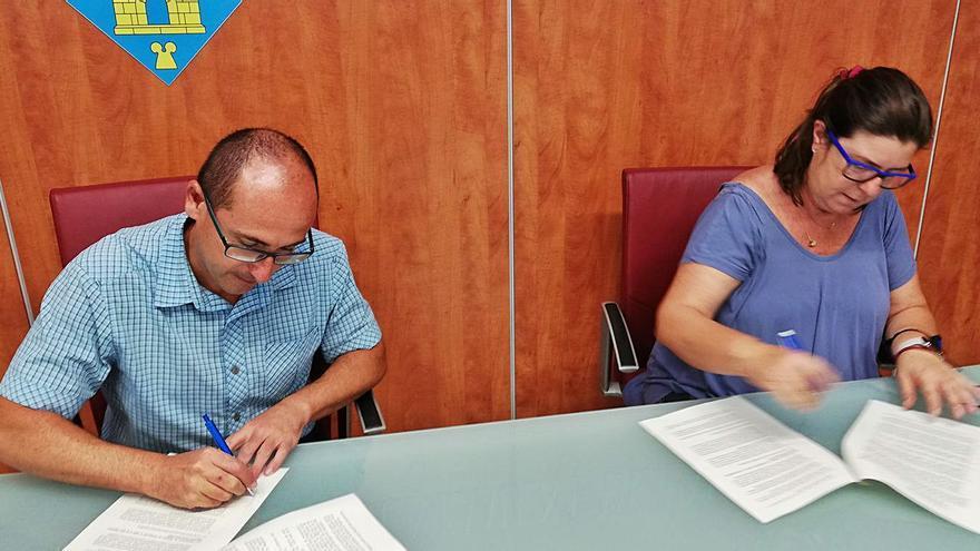 El club i l'Ajuntament de Palamós signen l'acord per a l'ús de l'estadi