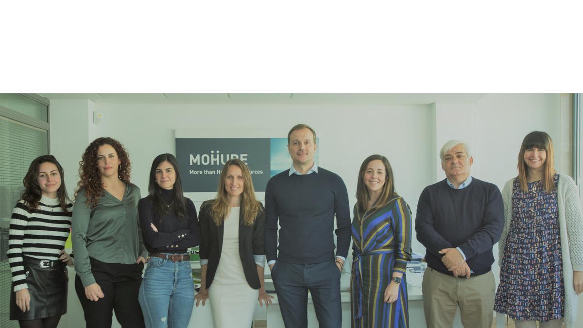 Equipo de MOHURE (More Than Human Resources) en las instalaciones ubicadas en el centro de Alicante.