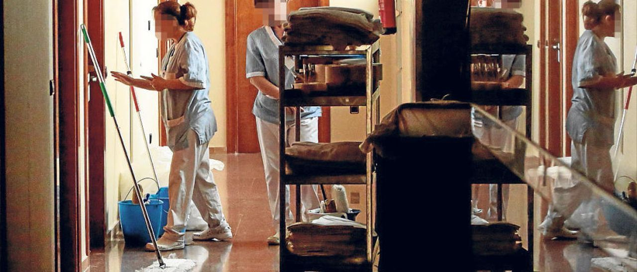 Medio millón en multas por explotar a camareras de piso
