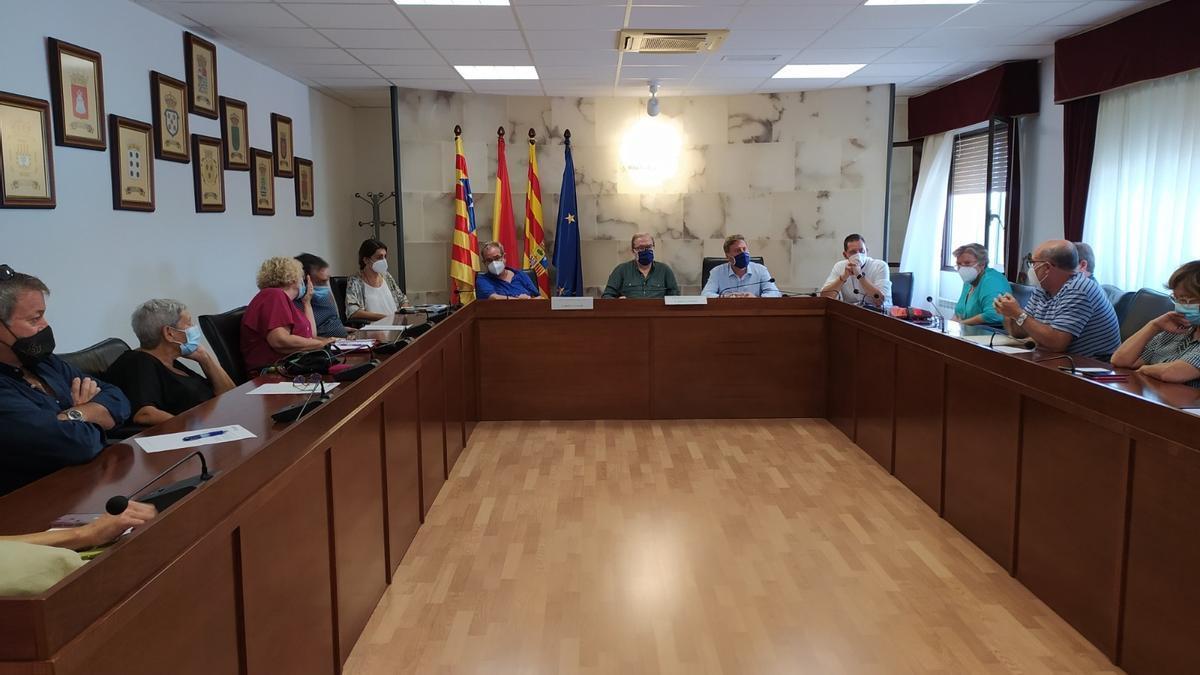 El consejero de Vertebración del Territorio, Movilidad y Vivienda del Gobierno de Aragón, José Luis Soro, se ha reunido con los representantes locales de la Comarca de la Ribera Baja.