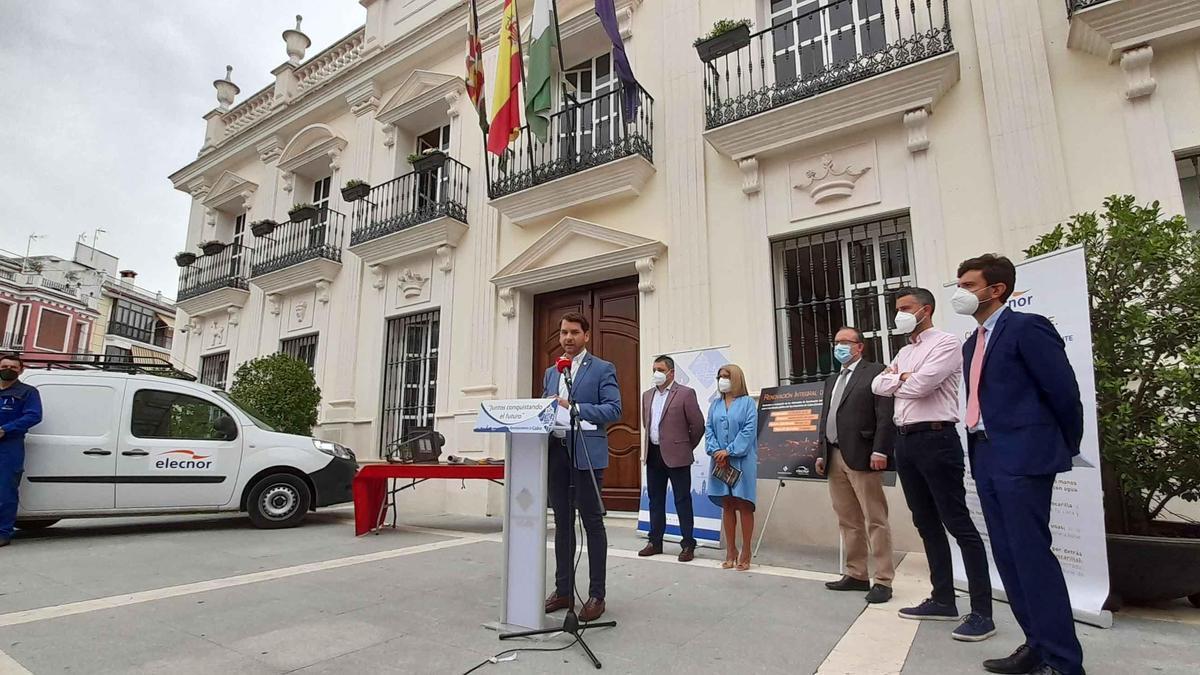 Fernando Priego presenta la renovación del alumbrado público de Cabra.
