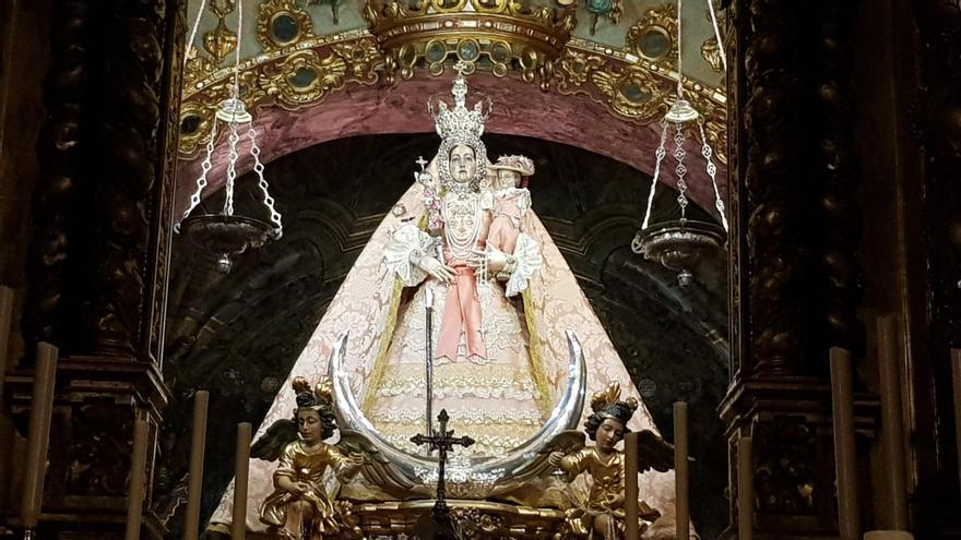 Una jornada de puertas abiertas del camarín despedirá a la Virgen de Araceli de Lucena